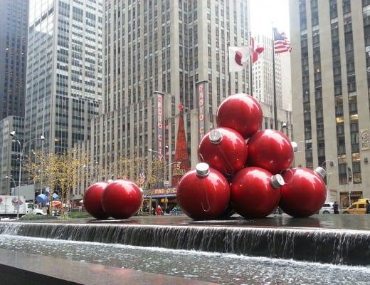 enorme kerstballen in new york