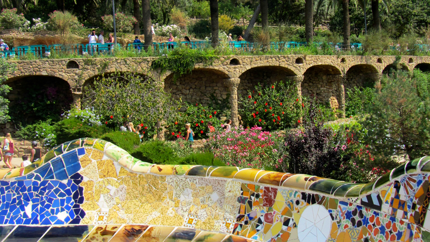 mozaiekbank in parc guell