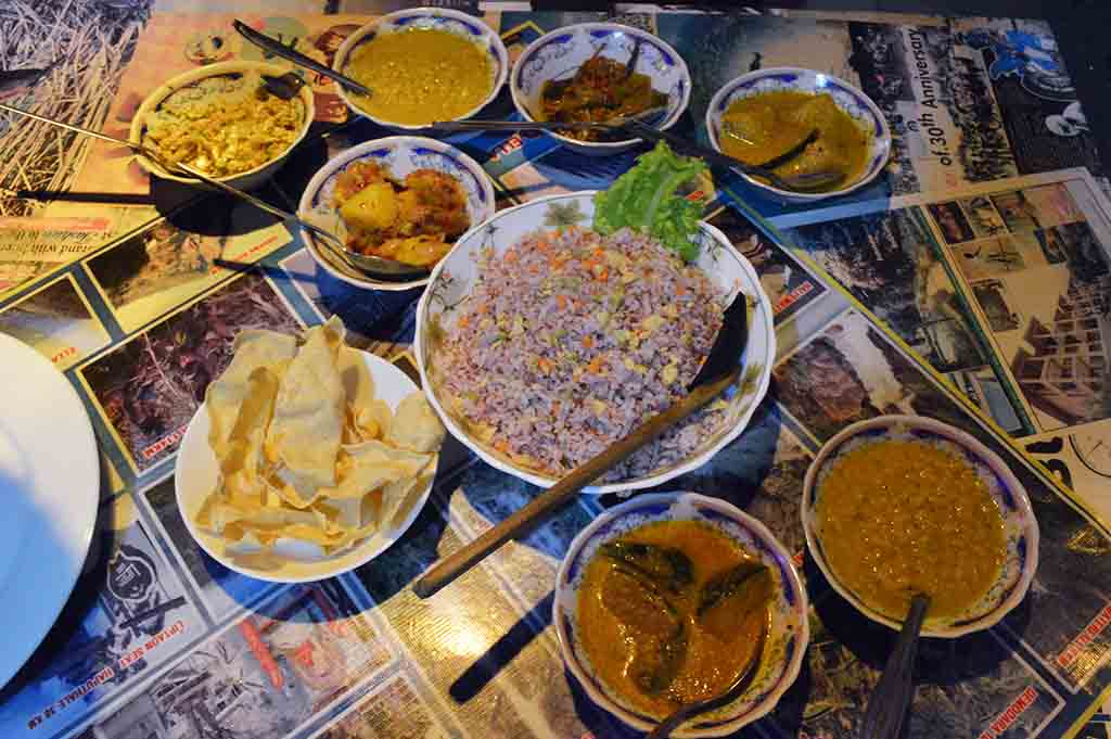 rice and curry in sri lanka