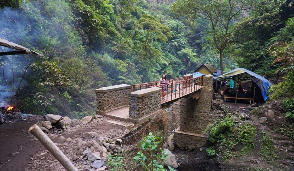 brug bij de madakaripura watervallen op java