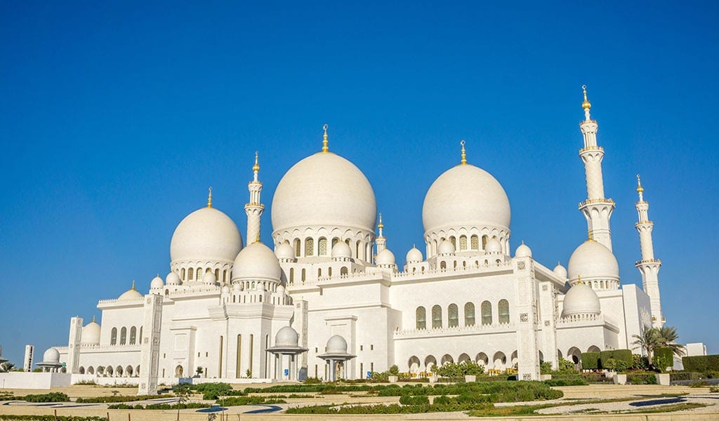 Voorkant Sheikh Zayed Grand Mosque in Abu Dhabi
