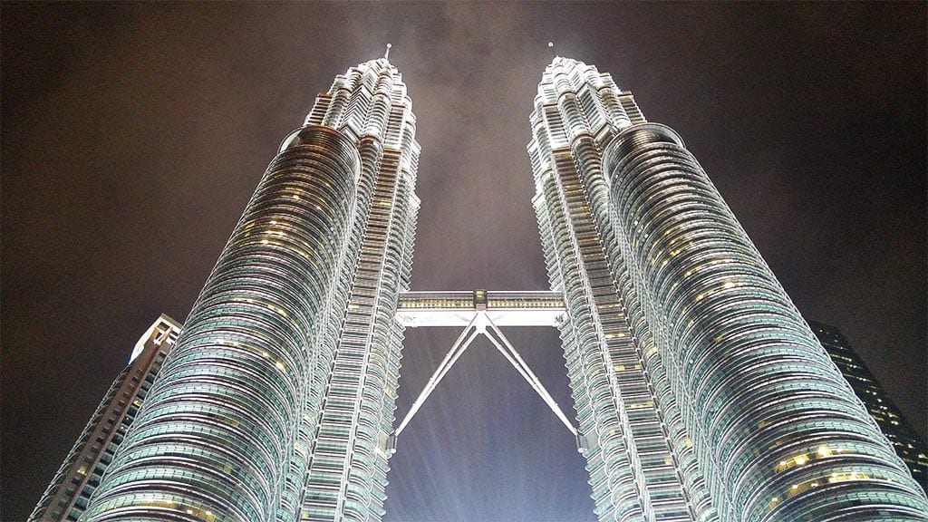 petronas-twin-towers-by-night