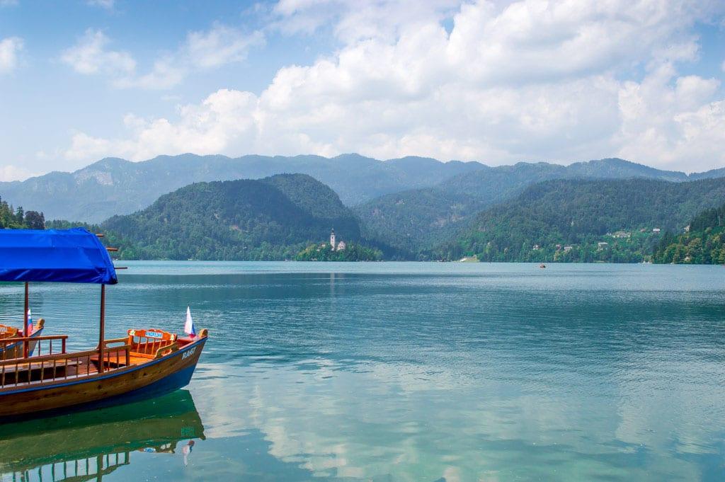 Bootje varen op het Meer van Bled