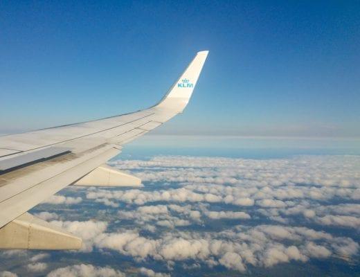 Vleugel van een KLM Vliegtuig