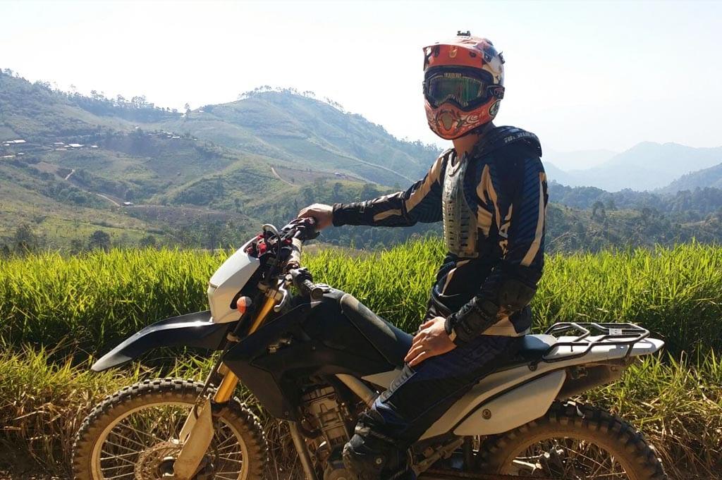 Motor rijden in Pai met Tip
