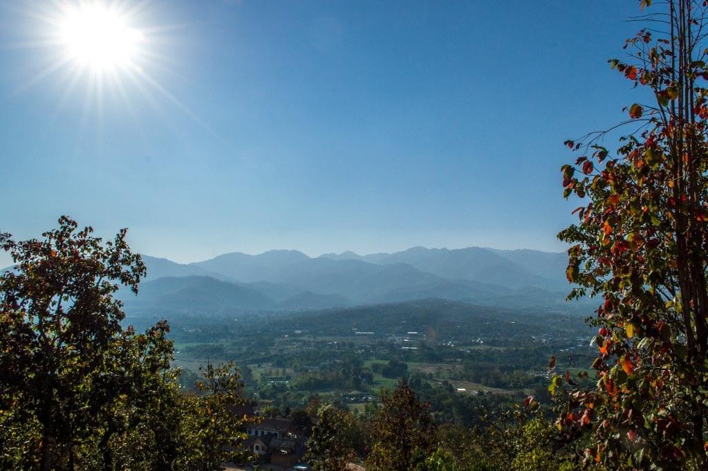 Uitzicht vanaf de Witte Boeddha in Pai