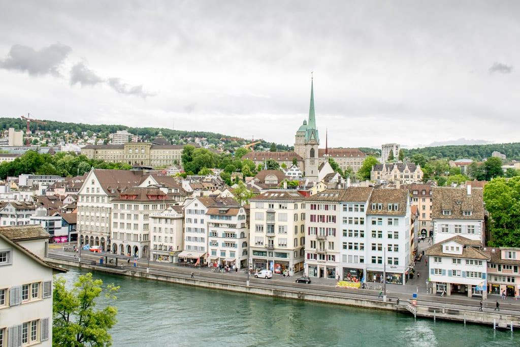 Uitzicht over de Altstadt in Zürich