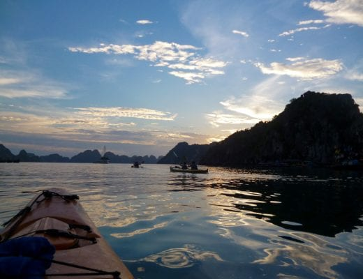 Zonsondergang in Halong Bay