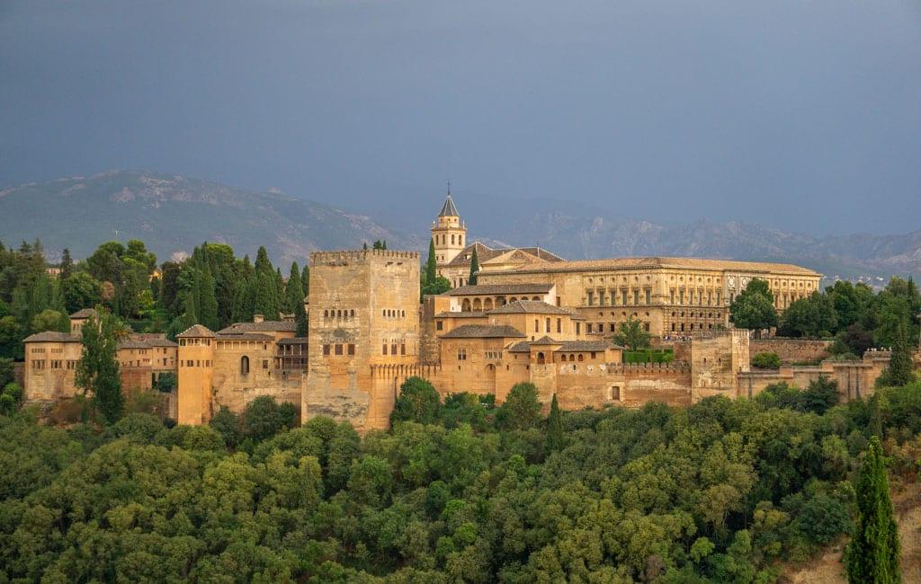 In Welke Spaanse Stad Staat Het Beroemde Alhambra.Alhambra In Granada De Beste Tips Voor Je Bezoek Reisgenie